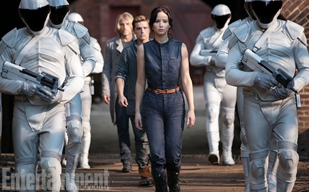 THE HUNGER GAMES CATCHING FIRE Image 01