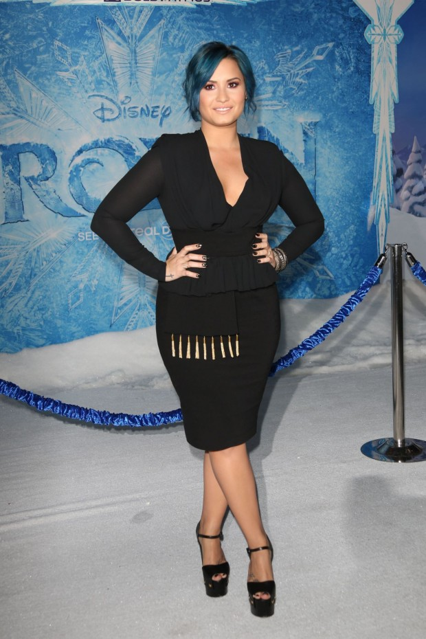 demi-lovato-on-red-carpet-frozen-premiere-in-hollywood_35
